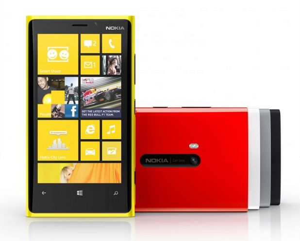 4,5-инчовият дисплей на Lumia 920 използва технология PureMotion, която не допуска размазване на картината при бързо движещи се обекти върху екрана