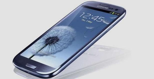 Топ смартфоните на Samsung и Apple скоро ще имат безжични зарядни